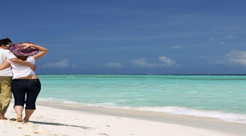 Paket romantis Honeymoon di Pantai Lovina